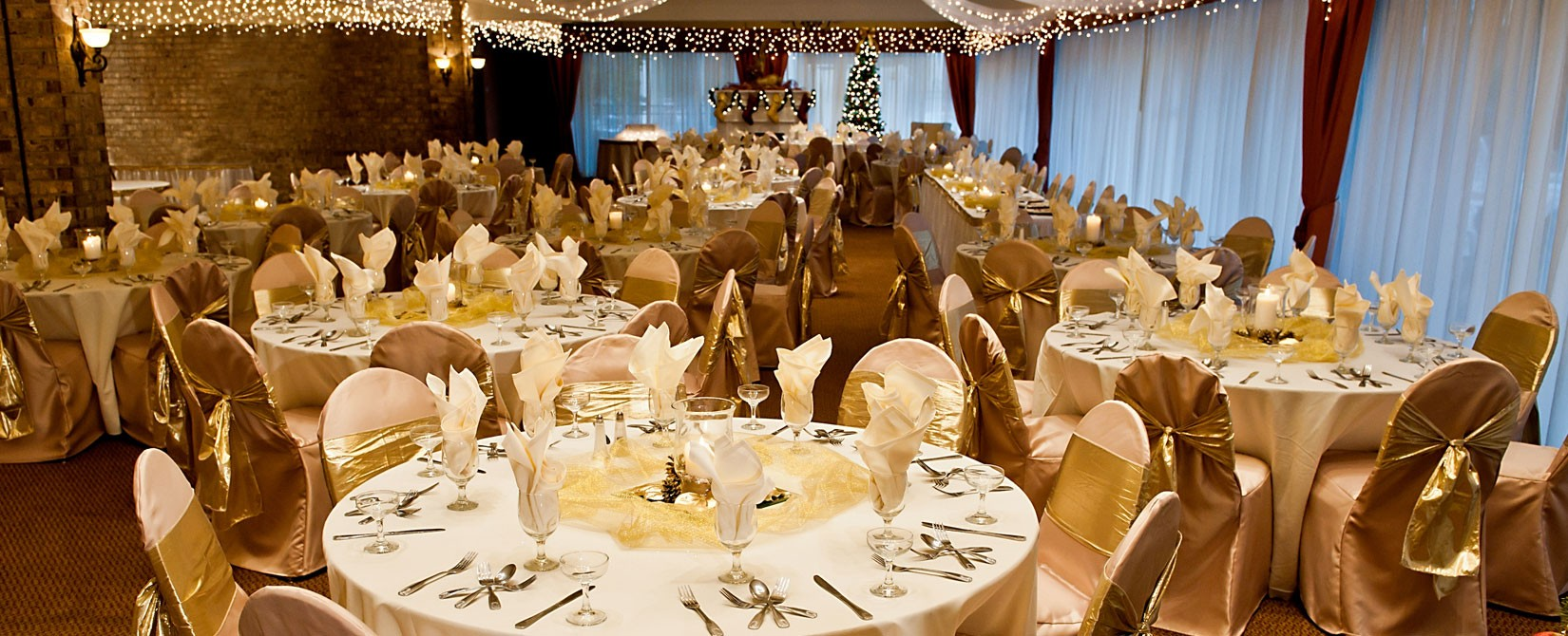 gold and white wedding place settings and decorations at Caravelle Resort