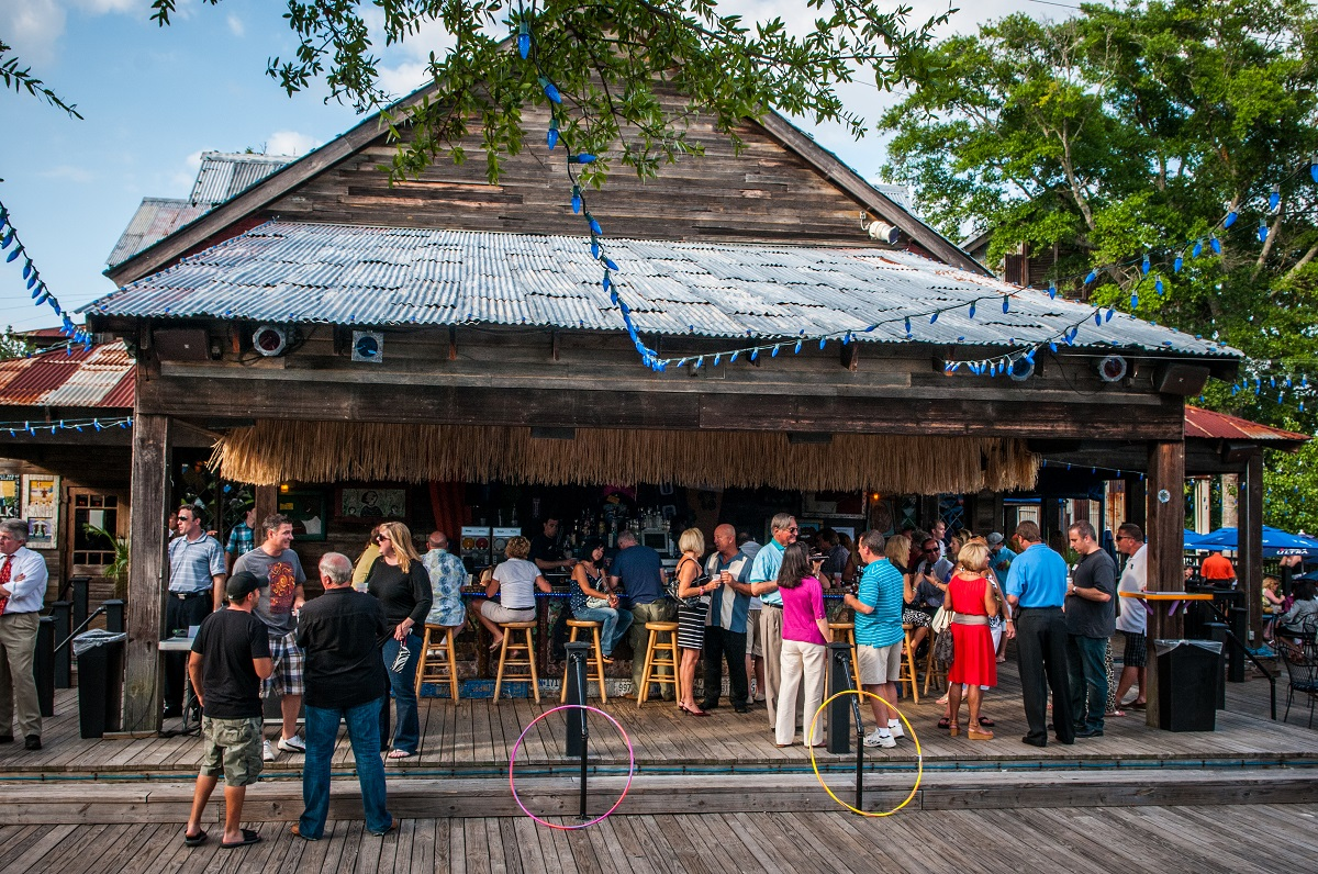 Nov 18, · House of Blues Restaurant & Bar offers made-from-scratch, Southern-inspired cooking, including iconic dishes such as New Orleans jambalaya & gumbo, Lowcountry shrimp & grits, house-smoked Carolina pulled-pork barbeque, Memphis-style baby back ribs, and Delta fried chicken.4/4().